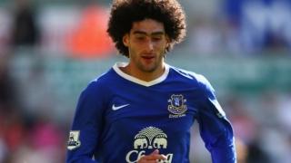 Fellaini: Moyes' Everton a striker away from trophy