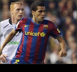 Daniel Alves warns Barcelona over contract demands: It will cost more to replace me