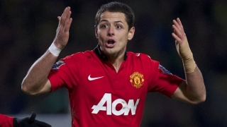 Villa boss Lambert ponders bid for Man Utd striker Chicharito