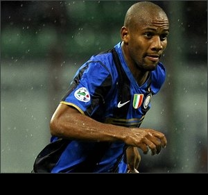 Julio Cesar urges Maicon to stick with Inter Milan