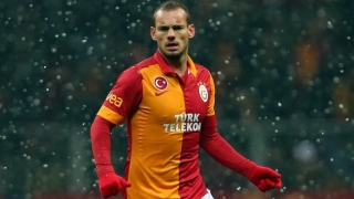 Man Utd prepared to send Fellaini to Galatasaray for Sneijder