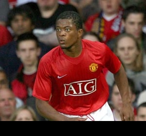 Evra believes a selfish Rooney is good for Man Utd
