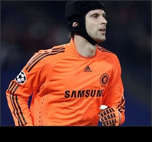 Bookies suspend betting on Cech's Arsenal switch