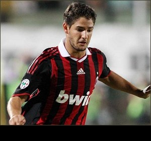 Real Madrid launch €65M bid for AC Milan star Pato