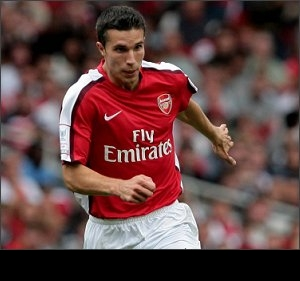 Van Persie brace as Arsenal win, then commits to Gunners