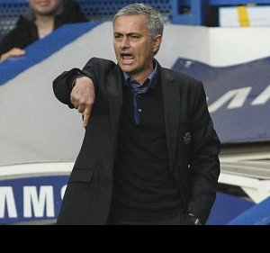 ​Mourinho loses wager with Hammers ball boy
