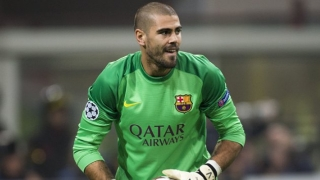 Victor Valdes sees red in official Barcelona coaching debut
