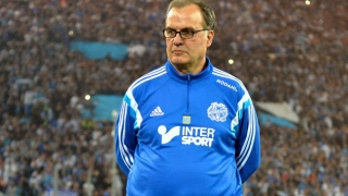 Leeds boss Bielsa cools promotion talk
