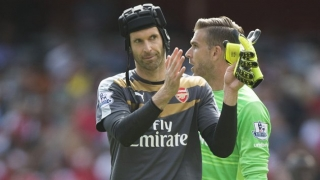 Arsenal keeper Cech beats Man Utd star De Gea to Golden Glove award