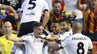 Late goals hand Valencia coach Neville first Liga win