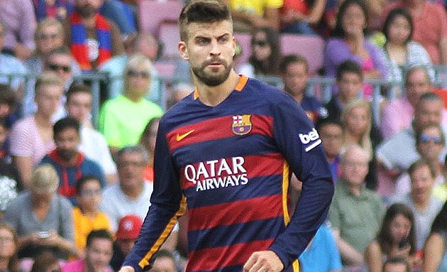 Barcelona defender Pique pop at Wenger and Arsenal transfer policy