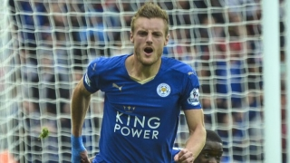 Jamie Vardy signs new Leicester deal