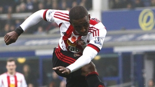 Sunderland boss plays down Defoe elbow incident in Man City loss