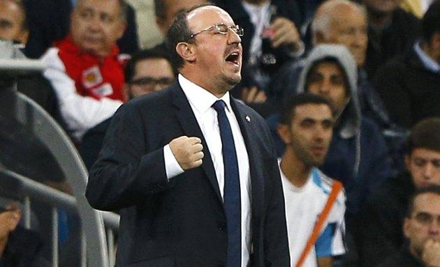 Atletico Madrid fans chant: Benitez stay! Benitez stay!