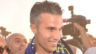 Fenerbahce striker Robin van Persie opens door to Premier League return