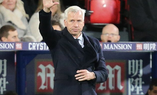 ​Pardew committed to Palace but has eyes on eventual England job