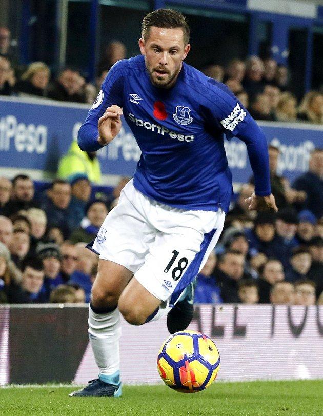Carragher: Everton can't afford Sigurdsson luxury