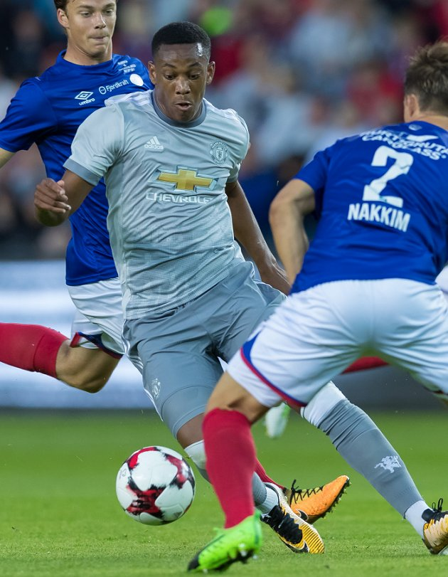 Real Madrid coach Zidane keen on Man Utd attacker Martial