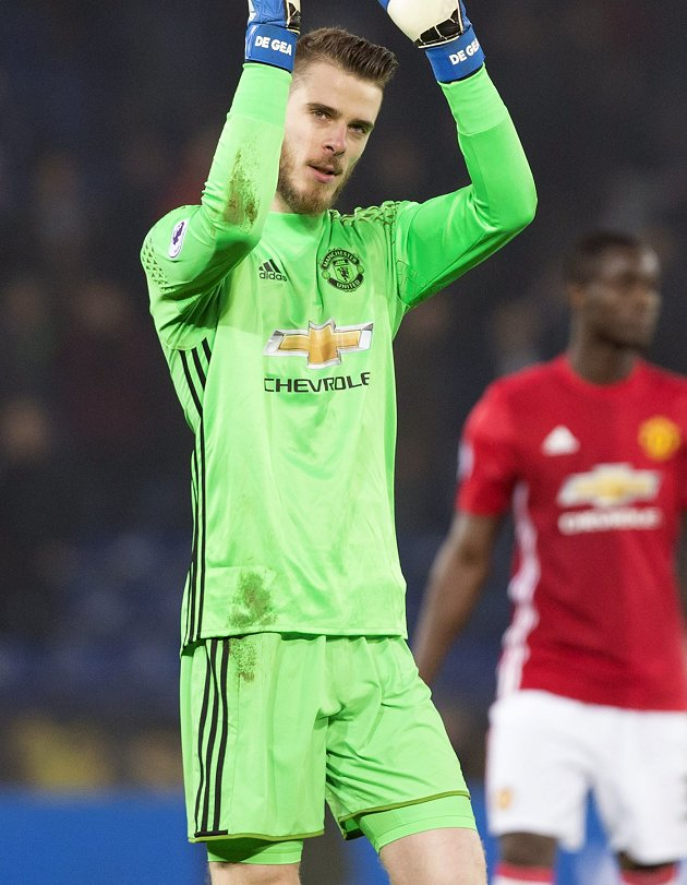 Man Utd face new De Gea battle as he warms to Paris (or Turin) move