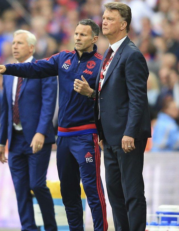 Man Utd legend Neville slams 'really poor' van Gaal signings