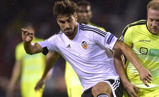 Valencia fear losing Andre Gomes to Man Utd this summer