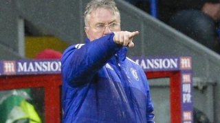 I was trying to come between the high emotion - Chelsea boss Hiddink