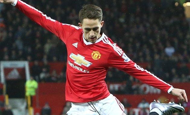 Sunderland boss Moyes targets reunion with Man Utd winger Januzaj