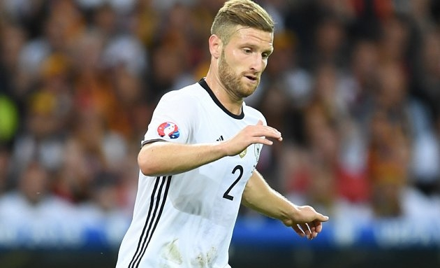Arsenal in Mustafi discussions with Valencia