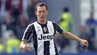 First one? Lichtsteiner meets with Arsenal boss Emery at London Colney