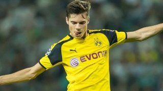 Man City ready to battle Barcelona for BVB playmaker Weigl