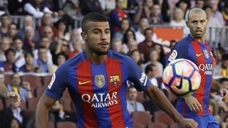 Barcelona midfielder Rafinha in Valencia talks