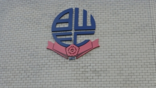 Ex-Man Utd keeper Amos on outer at Bolton