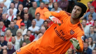 Arsenal keeper Cech wants to stay; rejects Napoli approach