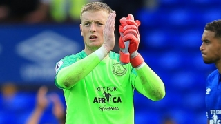 Everton keeper Pickford apologises to bouncer