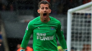 Newcastle midfielder Hayden backs Dubravka after Wolves mistake
