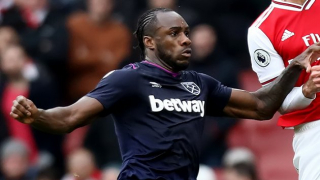 West Ham in new contract talks with Michail Antonio