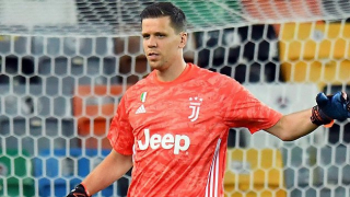Juventus keeper Szczesny offers celebratory cigarette to Sarri after title triumph