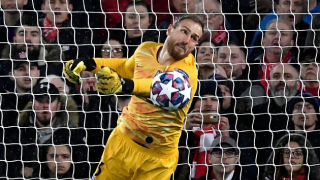 Atletico Madrid play hard-ball with Chelsea over Oblak sale