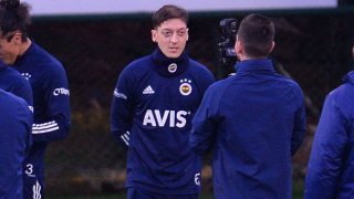 Ozil can't prevent Fenerbahce home defeat against Galatasaray