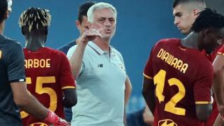Roma coach Mourinho makes contract call for Pellegrini
