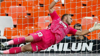 Valencia goalkeeper Cillessen happy to be back for Athletic Bilbao draw